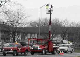 Street_light_repair_2_web